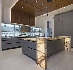 Striking Contemporary Kitchen with marble kitchen worktop. ronsprophoto Striking Contemporary Kitchen with marble kitchen worktop. Luxury Kitchen Design, Kitchen Room Design, Luxury Kitchens, Home Decor Kitchen, Kitchen Living, Interior Design Kitchen, New Kitchen, Cool Kitchens, Marble Interior
