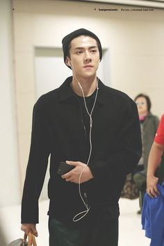 171025 #EXO #Sehun travelling -> Jeju airport <3