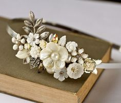 Collage headband in white, pearl and silver