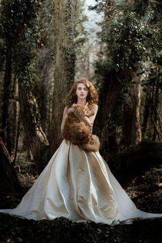 If Cat Ladies Were Renaissance Portraits Pictures Of People, Cool Pictures, Beautiful Pictures, Cat Club, Renaissance Portraits, People Like, Cat Lady, Pet Portraits, Fine Art Photography