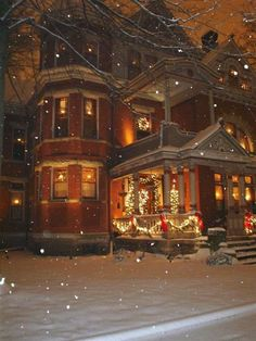 I love victorian homes! victorian homes at christmas time Christmas Time Is Here, Christmas Past, Merry Little Christmas, Christmas Lights, Christmas Holidays, Christmas Decorations, Xmas, Christmas Houses, Christmas Christmas