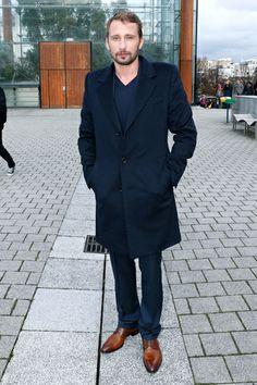 Matthias Schoenaerts front row bij Louis Vuitton