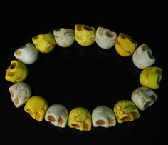 Gift Turquoise Twin colours White & Yellow Skull Beads Stretch Bracelet zz248