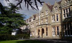 Oxford college to appoint 'class liberation officer' #DailyMail