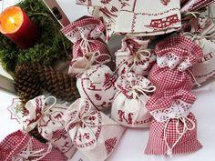 Adventskalender rot-weiß mit Spitze von Barosa auf DaWanda.com Adventskalender in klassischen Farben - rot-weiß. Französischer Stoff mit traumhaft schönen Motiven und rot-weißes Vichy-Karo für einen individuell zu befüllenden Adventskalender.