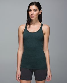 We're busy yogis and sometimes it can be difficult to tune out the distractions when we step onto our mat. We designed this sweat-wicking tank with stretchy Seamless fabric and a second-skin fit to stay in place so we can focus on our practice (and not on fiddling with our tank).