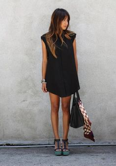 Little Black Dress : Black Shift Dress… Look Fashion, Womens Fashion, Net Fashion, Fall Fashion, Fashion Models, Looks Street Style, Inspiration Mode, Mode Outfits, Fashion Outfits