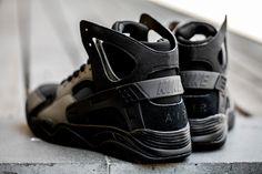 Nike : Air Flight Huarache | Black / Black | $180.00.