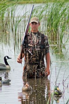 hunting senior picture ideas | Boy Hunting Fishing Senior Picture. Come see more pictures- https ...