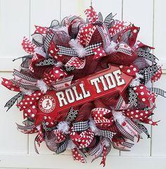 Alabama Wreath University of Alabama Wreath Alabama Roll Alabama Door Wreaths, Georgia Wreaths, Wreath Boxes, Diy Wreath, Wreath Ideas, Football Wreath, Alabama Football, Football Team, Georgia Bulldog Wreath