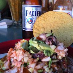 Así se puede disfrutar en el Mercado de Mariscos en #Ensenada, directo del mar a tu mesa! Estas listo para disfrutar?  -Aventura compartida por: lulachef
