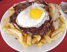 Bistec a lo Pobre.(It consists of fried meat, onions, eggs and chips. There are many similar dishes with different names in other parts of the world. Serve with rice preferably. It is popular in Peru and Chile) A poor man's plate, but very filling. Chilean Recipes, Chilean Food, Healthy Fridge, Latin American Food, Portuguese Recipes, Portuguese Food, Spanish Dishes, Peruvian Recipes, Comida Latina