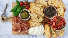 Bruchetta, Tapenade, Yummy Snacks, Finger Food, Pesto, Hummus, Ramen, Camembert Cheese, Tapas