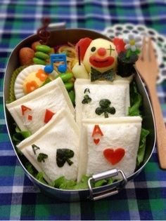 トランプ弁当 playing card sandwich bento... I don't like the clown, but the card sandwiches would be great in an 'alice in wonderland' bento