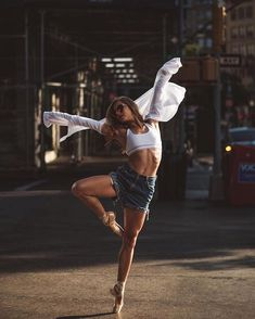 Ideas for photography street dance beautiful Tumblr Ballet, Dance Photography Poses, Street Dance Photography, Ballerina Photography, Sad Girl Photography, Gymnastics Photography, Time Photography, Dance Photo Shoot, Dance Picture Poses