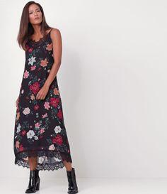 Vestido feminino  Modelo Midi  Com renda  Estampa floral  Marca: Cortelle  Tecido: chiffon  Modelo veste tamanho: P     Medidas da modelo:     Altura: 1.76  Busto: 89  Cintura: 63  Quadril: 89     COLEÇÃO INVERNO 2017     Veja outras opções de    vestidos femininos   .