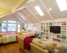 Super cute bonus room-- perfect for sleepovers too!