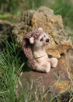 Needle felted animals. Cute smallest beige bear with gift box. Miniature animals. Interiors toy. Gift for him/her. by donidinadya on Etsy
