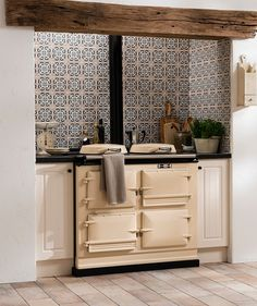 Kitchen wall tiles are perfect to add character to your cooking space. Whether it's a feature splashback or a simple border, there is something for everyone in our collection of kitchen wall tiles. Kitchen Design Small, Small Kitchen, Kitchen Wall Tiles, Topps Tiles, Aga Kitchen, Kitchen Guide, Country Kitchen Designs, Kitchen Tiles, Kitchen Design