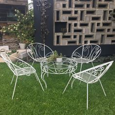 1950s Wrought Iron Outdoor Garden Patio Setting - Saucer Chairs & Table Iron Furniture, Vintage Furniture, Wrought Iron, Outdoor Chairs, Outdoor Gardens, Retro Vintage, Outdoor Living, 1950s, Outdoor Life