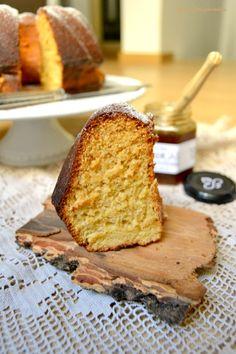 Esta receita é da minha mãe. Lembro-me que ela fazia este bolo numa forma de fogão - era uma forma com tampa, com uma peça em ferro que se ...