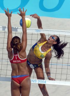 Ana Paula Connelly (BRA) attacks against Nila Ann Hakedal(NOR)