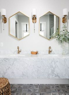 I'm constantly using Pinterest to collect and organize my design inspirations. There is always something fresh and new to discover. Today I'm sharing the top pins from the last few weeks on my Pinterest Boards. Have a look and see which are everyone's favorites… The beauty of this bathroom is complete with a simple, white …
