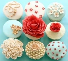 Beautiful cupcake icing (too pretty to eat ;-) )
