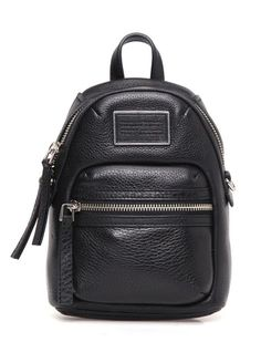 Natürel deri, fermuar kapatmalı, çıkarılabilir omuz askılı, kulplu, iç ve dış cepli, logolu Marc by Marc Jacobs sırt çantası. 16x23x8 cm