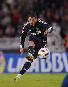 Cristiano Ronaldo's free kick technique.