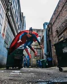 took this in an alley in Black Superman, Superman Logo, Val Zod, Superman Cosplay, The Floor Is Lava, Superman Movies, Pop Culture Art, Clark Kent, Man Of Steel
