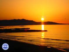 Nieuwsbrief Zorbas Island 2021 - Kreta vakantie Heraklion, Beach Holiday, Holiday Travel, Greece Today, Crete Greece, Sunset Photos, Holiday Destinations, Beautiful Beaches, Hu Ge