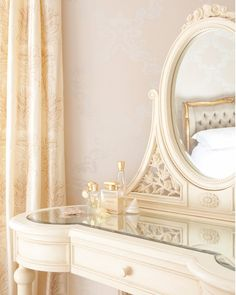 Lusting after a vanity? You don't need to throw away a few grand on a fancy-schmancy vintage vanity. These tips will help you create the DIY vanity of your dreams. Cream Dressing Tables, Shabby Chic Dressing Table, Tocador Vanity, Interior Exterior, Interior Design, Interior Ideas, Parisian Bedroom, Diy Makeup Vanity, Romantic Homes