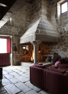 See other fireplace w/column notes. Or even do this as the outdoor fireplace? Rock Fireplaces, Rustic Fireplaces, Home Fireplace, Fireplace Design, Stone Masonry, Rustic Stone, Cabins And Cottages, Stone Houses, Historic Homes