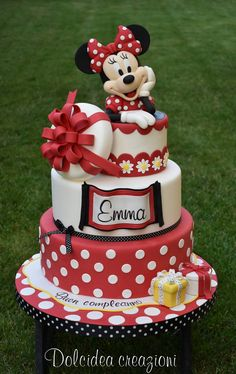 minnie mouse cake, three tier cake, red and white fondant, minnie mouse cake topper Torta Minnie Mouse, Minnie Mouse Cake Topper, Mickey And Minnie Cake, Minnie Mouse Birthday Cakes, Bolo Minnie, Mickey Cakes, Mickey Birthday, Birthday Kids, Cake Birthday