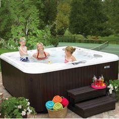 un spa Jacuzzi® J-275™ dans votre jardin #jacuzzi #jardin ...