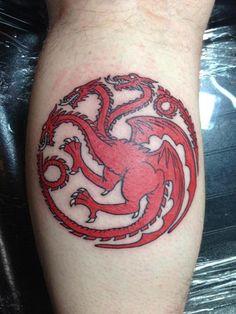 Tattoo – Casa de Targaryen ( Game Of Thrones ). targaryen tattoo Tattoos Especial Game Of Thrones targaryen tattoo Tatuagem Game Of Thrones, Game Of Thrones Tattoo, Game Thrones, Diy Tattoo, Tattoo Ideas, Tattoo Art, Dragon Tattoo For Women, Dragon Tattoo Designs, Pretty Tattoos