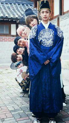"Monsta X ""hiding"" behind Hyungwon Monsta X Wonho, K Pop, Shinee, Got7, Monsta X Funny, Jimin, Yoo Kihyun, Fandoms, Starship Entertainment"