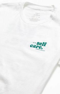 Shirt Print Design, Tee Shirt Designs, Ästhetisches Design, Logo Design, School Looks, Graphic Shirts, Printed Shirts, Mises En Page Design Graphique, Apparel Design