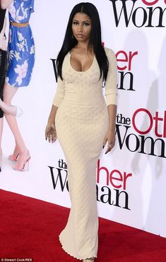Never thought I'd say this, but lookit! Lookit! Nicki Minaj looks amazing! She's doing good things curvaceous women the world over in this dress.