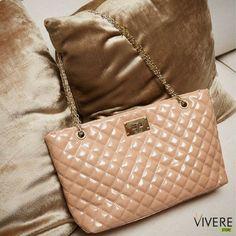 d7fdfddcb6 Bolsas que combinam perfeitamente com o seu estilo você encontra aqui na  Vivere Store!