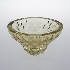 AIMO OKKOLIN - Crystal glass bowl for Riihimäen Lasi Oy, Finland. Glass Design, Design Art, Modern Contemporary, Decorative Bowls, Glass Art, Retro Vintage, Perfume Bottles, Auction, Ceramics
