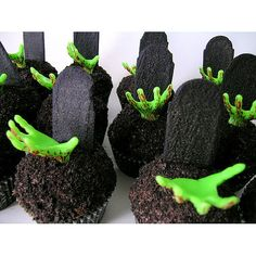 How To Make Zombie Cupcakes | Best Halloween Costumes & Decor