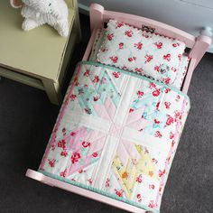 Paint the ikea doll bed light pink and sew adorable bedding! Small Quilts, Mini Quilts, Baby Quilts, Children's Quilts, Ikea Doll Bed, Doll Beds, Miniature Quilts, Miniature Dolls, Miniature Tutorials