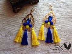 Maxiaretes en oro Golfied, acero, piedras y borlas.  Pídelo al whastaap  3153418459. Tassel Earing, Silk Thread, Jewerly, Tassels, Diy And Crafts, Jewelry Making, Drop Earrings, How To Make, Accessories