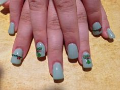 Day 335: The Grinch Nail Art - - NAILS Magazine
