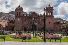En mi viaje, visité la antigua catedral del cusco.