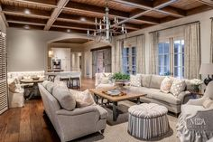 Houston, TX Contractor: Southampton Group Interior Designer: Chapman Design Photography: Carl Mayfield