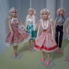 Roupas Para Boneca Barbie Kit Com 4 Peças Roupinhas Frozen - R$ 19,97