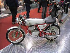 Skyteam Ace, 50cc Moped, Cafe O, Vintage Style, Vintage Fashion, Cafe Racer Motorcycle, Honda Cr, Cafe Racers, Custom Bikes